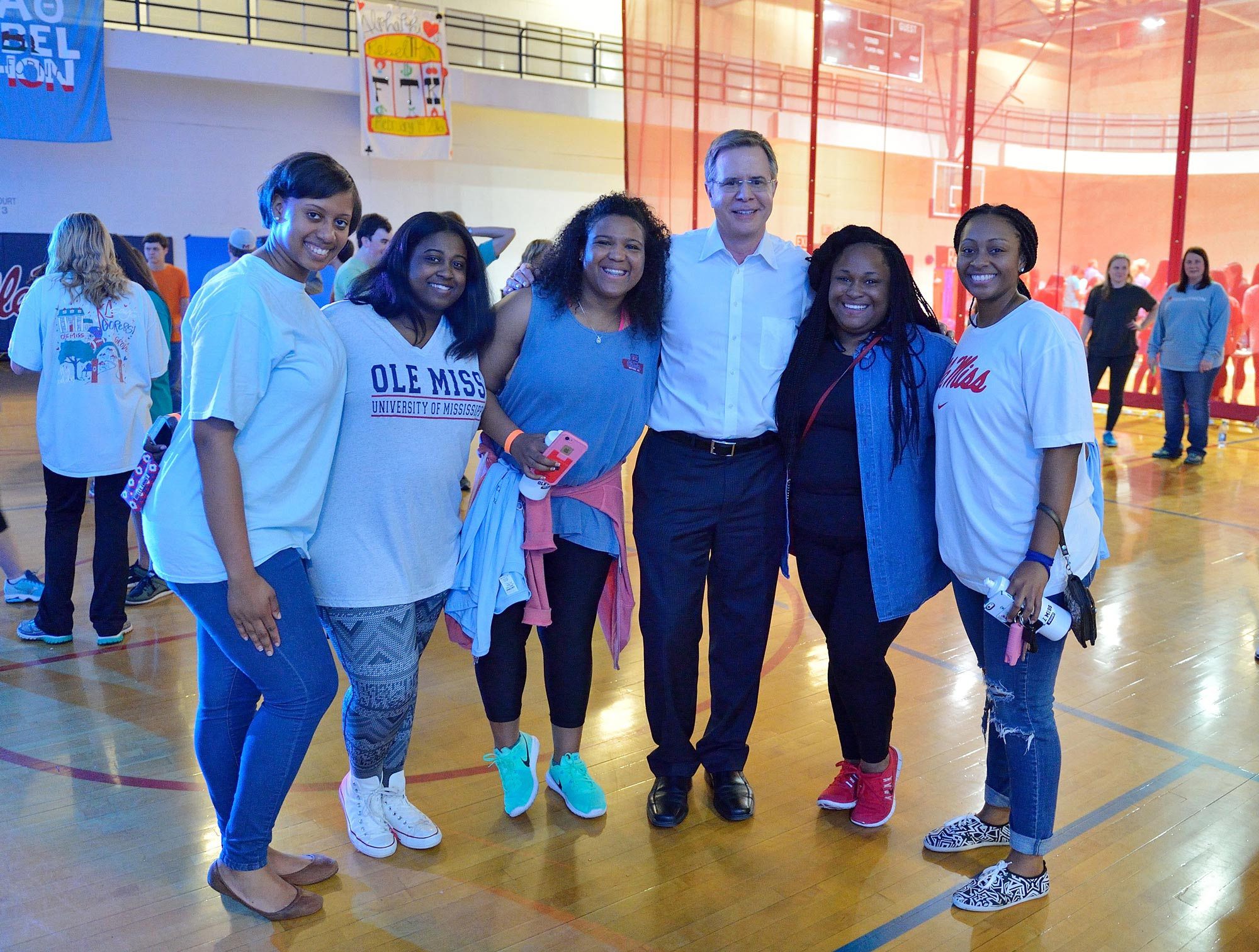 Chancellor Jeff Vitter smiles with students